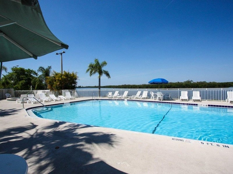Water View and Sunset Beach Townhome, location de vacances à Ruskin