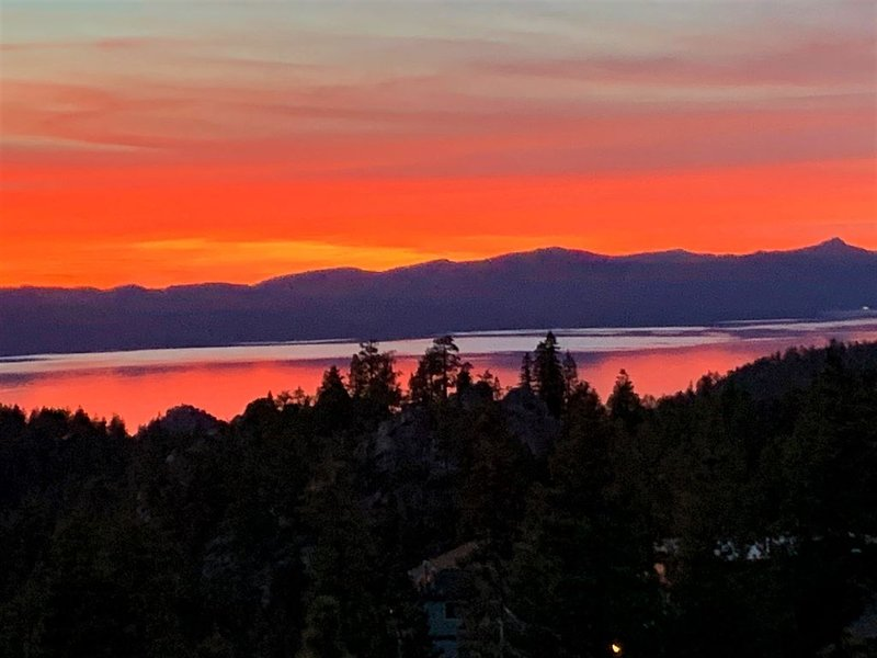 Glorious lake views! Executive Ski Chalet  top of Heavenly Lake Tahoe remodeled, holiday rental in Genoa