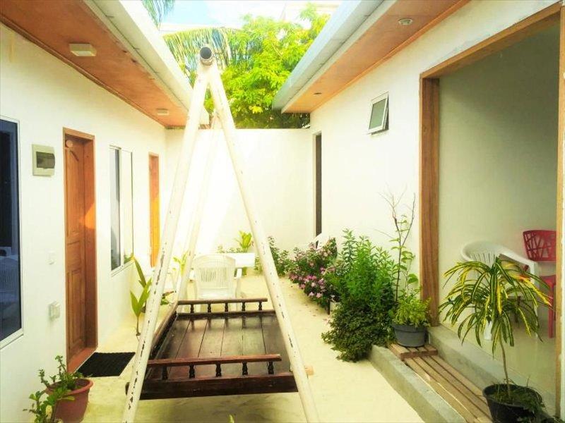 Reyva Inn Guest House is a very local style guest house in Maafushi, Maldives., casa vacanza a Maafushi Town
