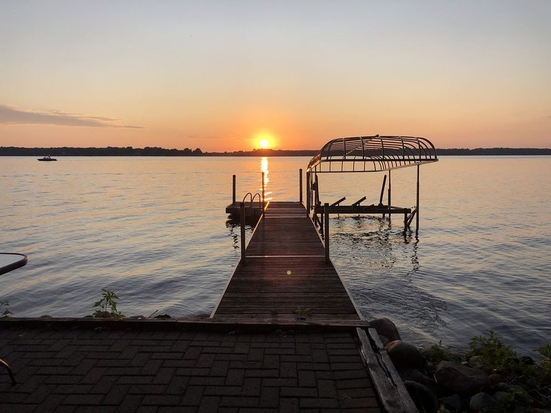 Premium Location on the Chain of Lakes in Alexandria Area, holiday rental in Brandon