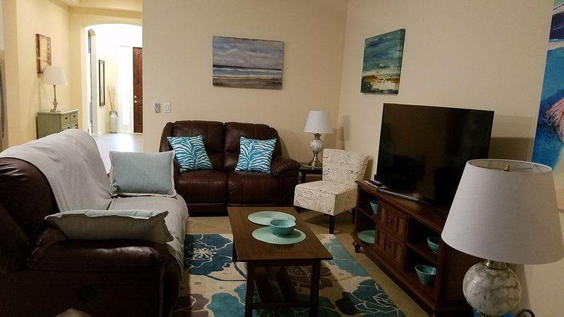 GEORGEOUS HOME ONLY 3MILES AWAY FROM NOKOMIS BEACH, holiday rental in Laurel
