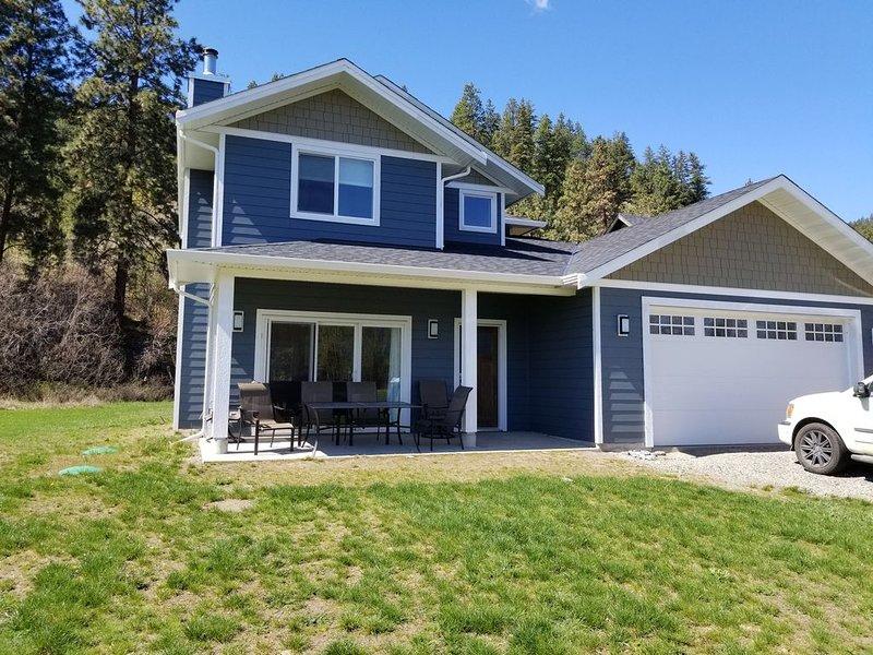 Beautiful Home in the Okanagan, walk to Okanagan lake, Provincial Parks., vakantiewoning in South Fintry