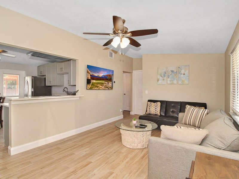 Crystal Beach Palm Harbor Monthly Special $2,900    10% Military Discount, vacation rental in Crystal Beach