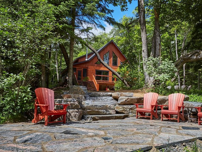Muskoka Riverside Log Home, holiday rental in Huntsville