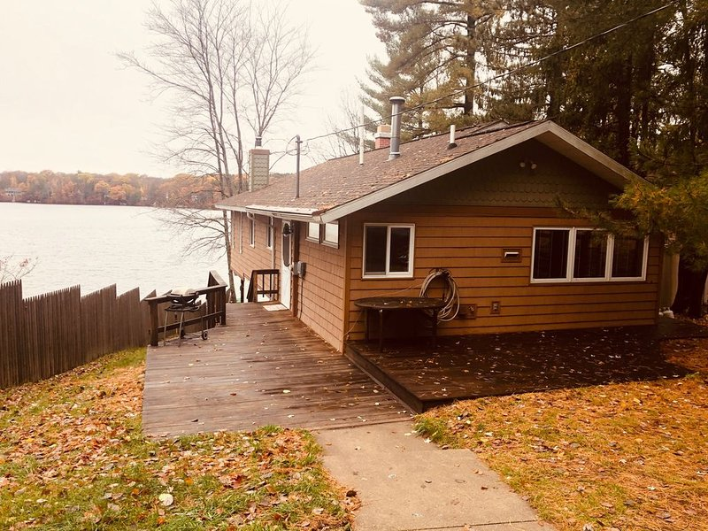 Starvation Lake Cottage, located right off ATV/UTV and snowmobile trails, alquiler de vacaciones en Mancelona