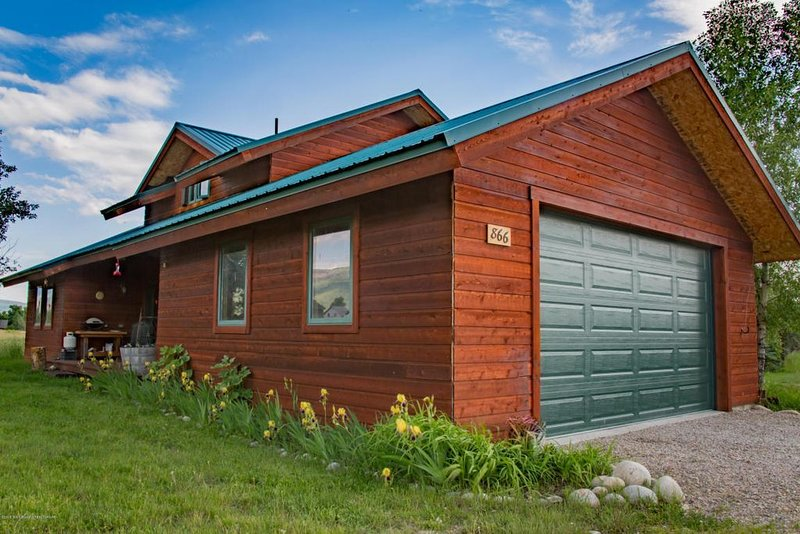 Charming Deluxe Mountain Cabin. Ski/Summer Adventures!  7 mi. to Grand Targhee!, holiday rental in Driggs