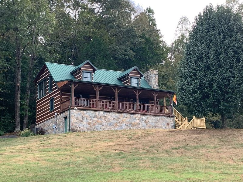 The Log House at Dale Hollow Lake, vacation rental in Albany
