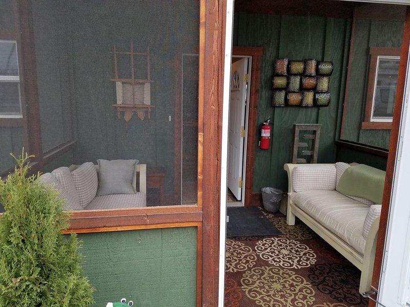 2 Bd  House,  Central to Glacier Park, Flathead Lake, Whitefish Mountain & Lake., aluguéis de temporada em Creston