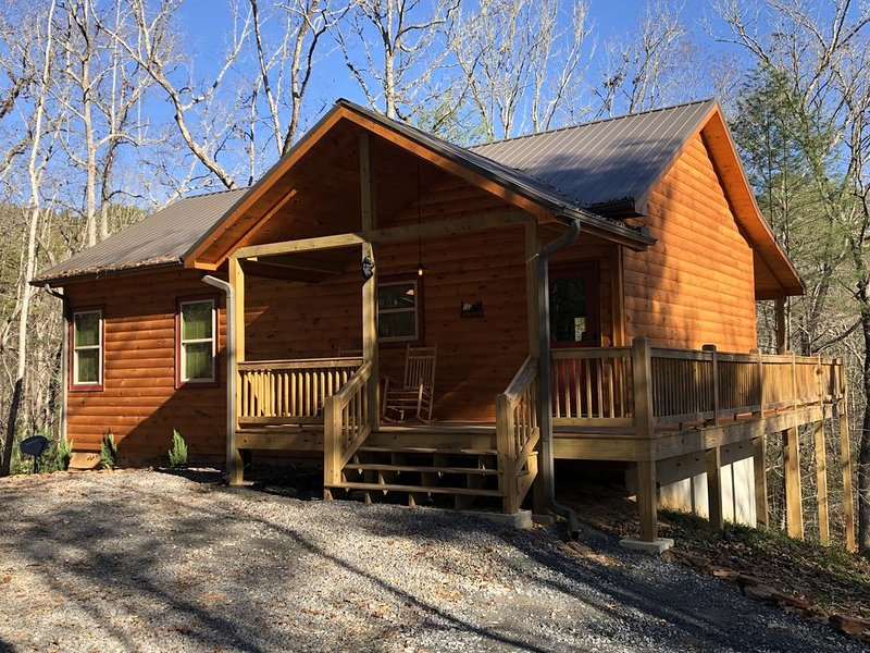 Lazy Bear Hideout - the perfect getaway!, alquiler vacacional en Mineral Bluff