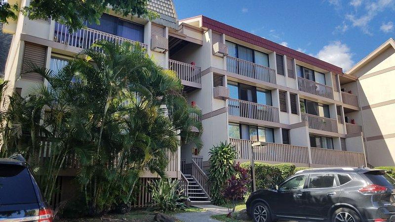 2 bed condo on 2nd floor, in secured paradise close to beach with Lifeguards, alquiler de vacaciones en Waianae