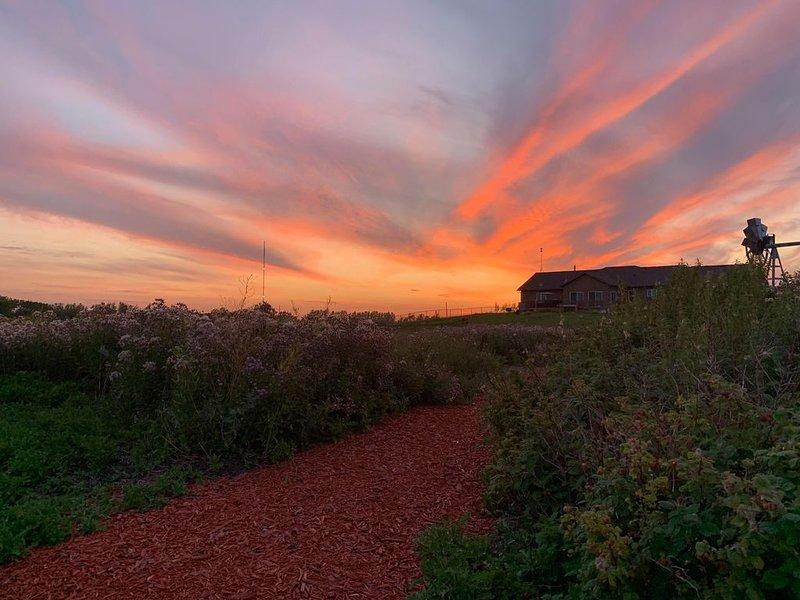 Greenview Paradise Worlds away, Yet minutes apart – semesterbostad i Winnipeg