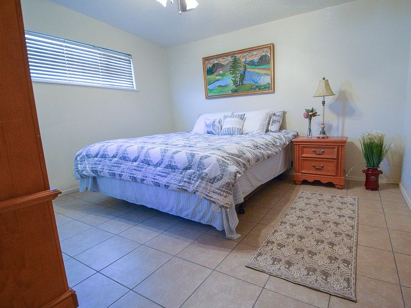 Just Remodeled Beautiful NE Location.  Welcome Home!, alquiler de vacaciones en Edgewood