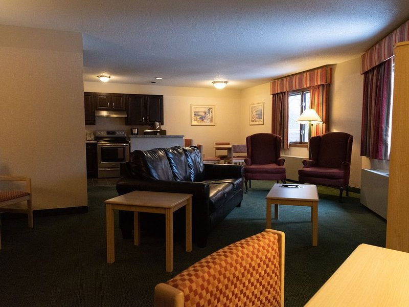 2 BR Apartment by the Lake in Resort Hotel, holiday rental in Holcombe