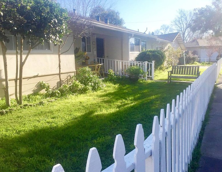 BAY AREA HIDEAWAY!6 BR,SLEEPS 15,NR WCREEK,MARTNEZ,VALLEJO,SANRAMON,OAK,SF,NAPA!, holiday rental in Pittsburg