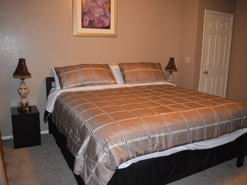 Arrowhead Lakes Condominiums 2 Bedrm Sleeps 7, casa vacanza a Sun City