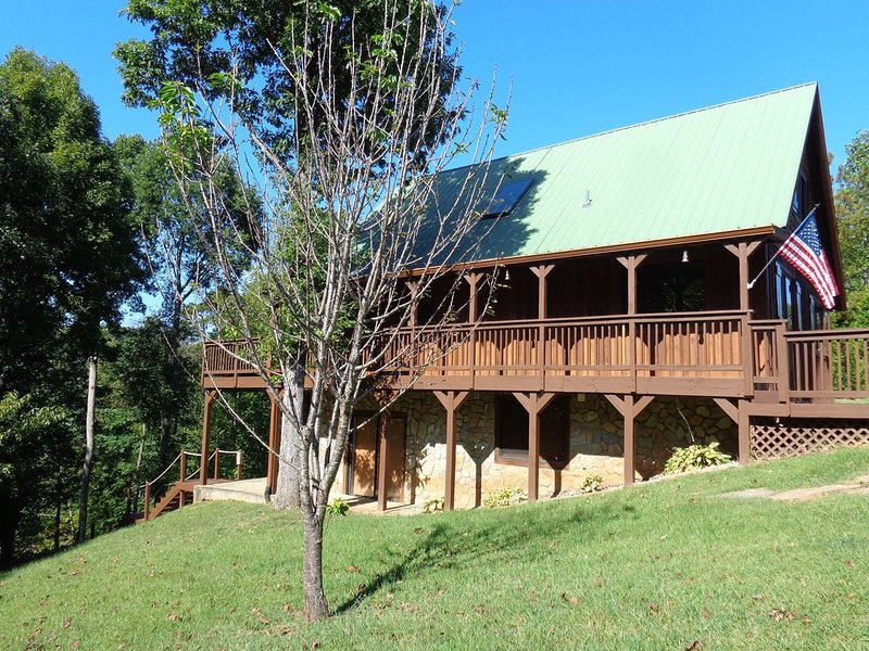 LUXE LOG CABIN, PRIVATE BOAT DOCK & HUGE VIEWS, vacation rental in Pickens