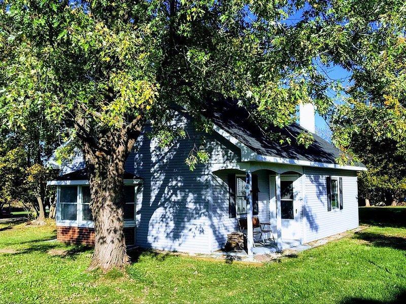 Four Seasons Cottage At Ironton Shore Farms Lake Chatlevoix, alquiler vacacional en East Jordan