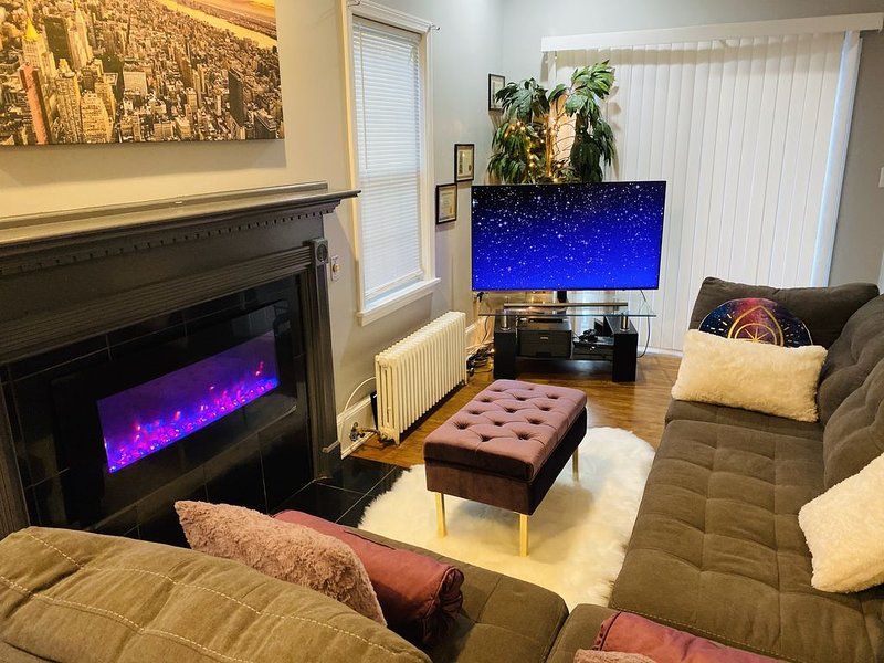 � Luxury guest house~1bedroom~Balcony~Cable/Wifi, vacation rental in Adelphi