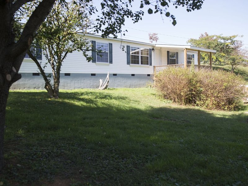 Beautiful Mountain Home Close to Linville Falls and Ski Slopes, location de vacances à Newland