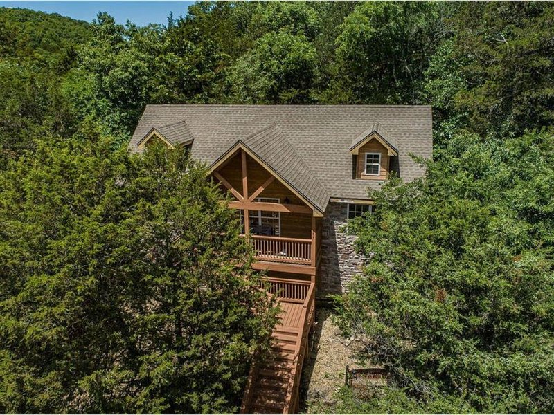 Last Minute Opening! 12/7-12/10 Exquisite Private Cabin in the Ozark Mountains, location de vacances à Galena