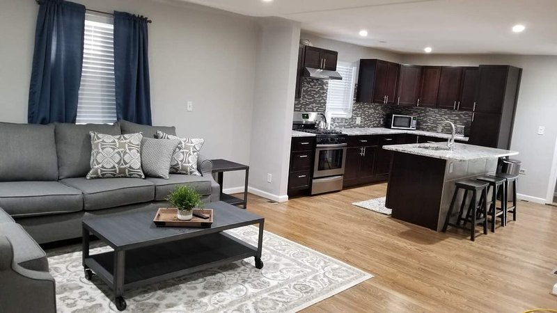 Newly remodeled home near downtown Denver, casa vacanza a Westminster