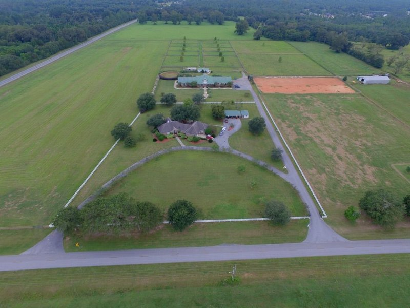 Equestrian Farmhouse at Laurel Hill Farm - Bring your horse!, holiday rental in Crestview