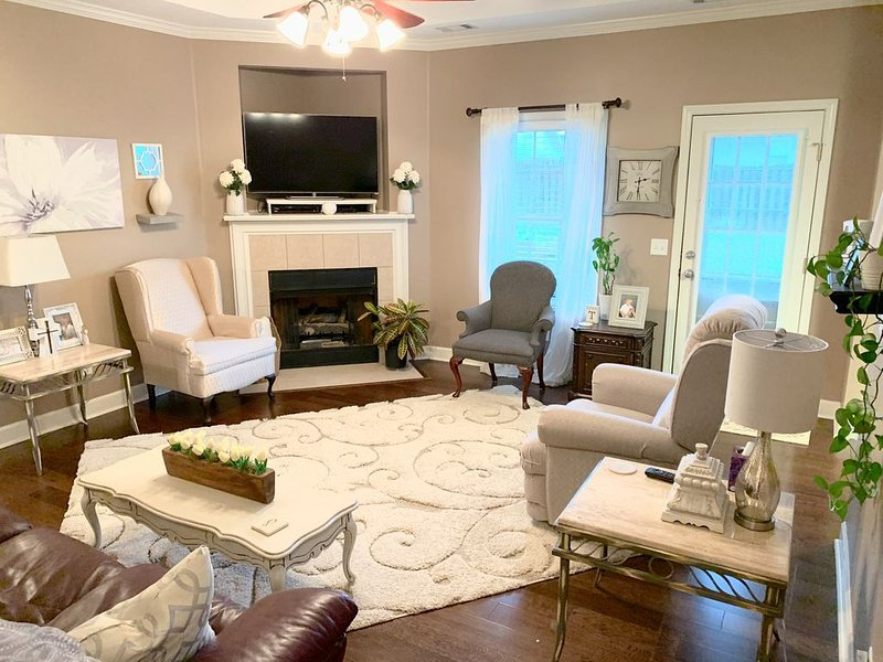 Tuscaloosa Clean, Safe & Stylish House, Minutes from UA and Downtown, holiday rental in Coker