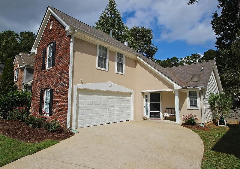Peaceful Peachtree Villa, holiday rental in Luthersville
