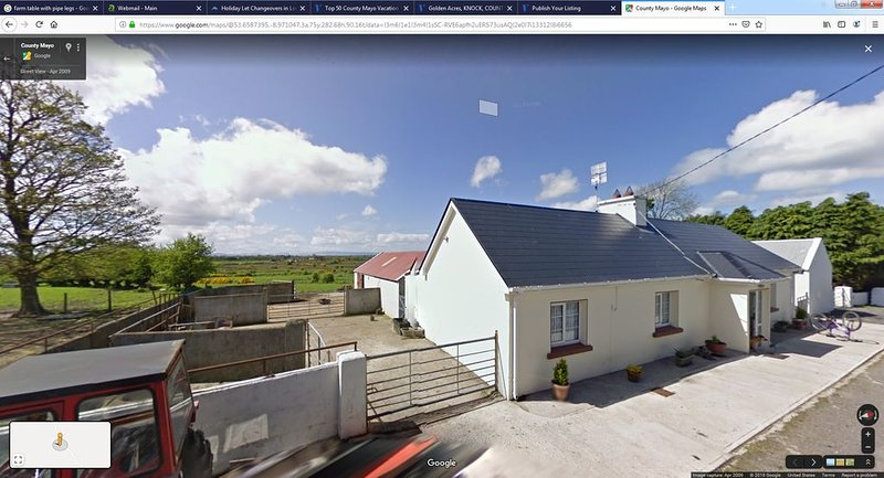 Historic Cottage - over 200 years old, location de vacances à Tuam