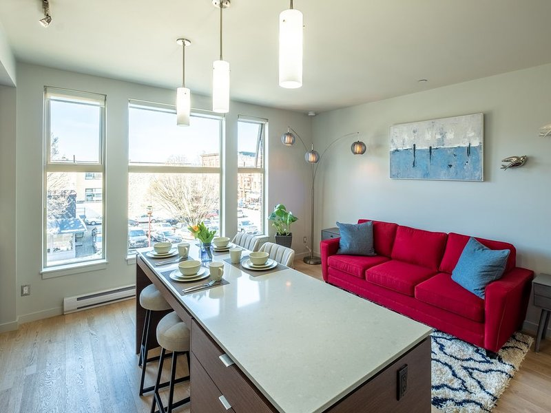 Super Clean, LEGAL, 3rd Flr 1 BR in Old/China Town, location de vacances à Saanich