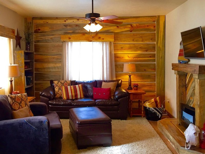On the Mickelson Trail: Log Home Perfect for Families, holiday rental in Custer