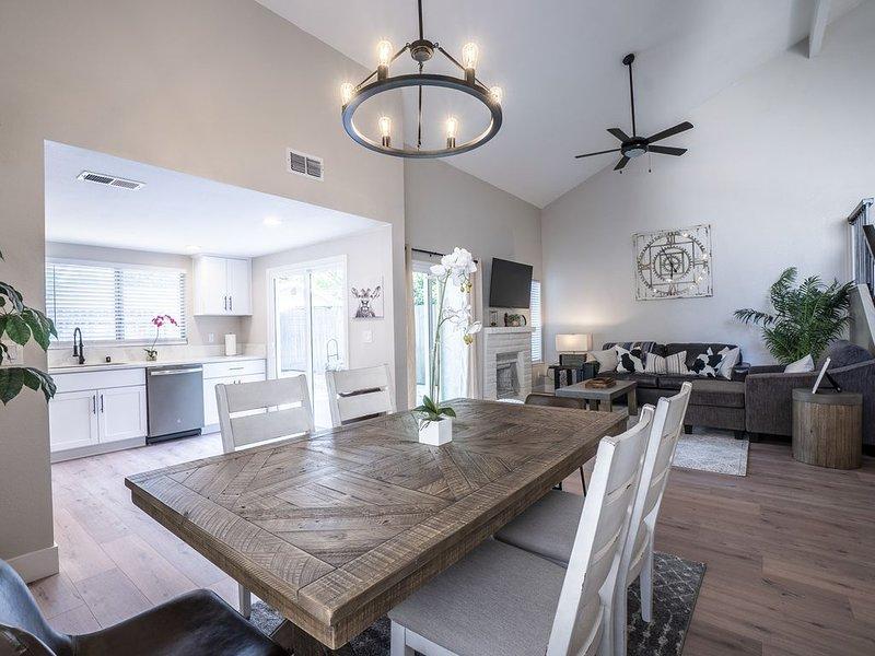 Trendy Stylish Luxury Home   King Bed, location de vacances à Carmichael