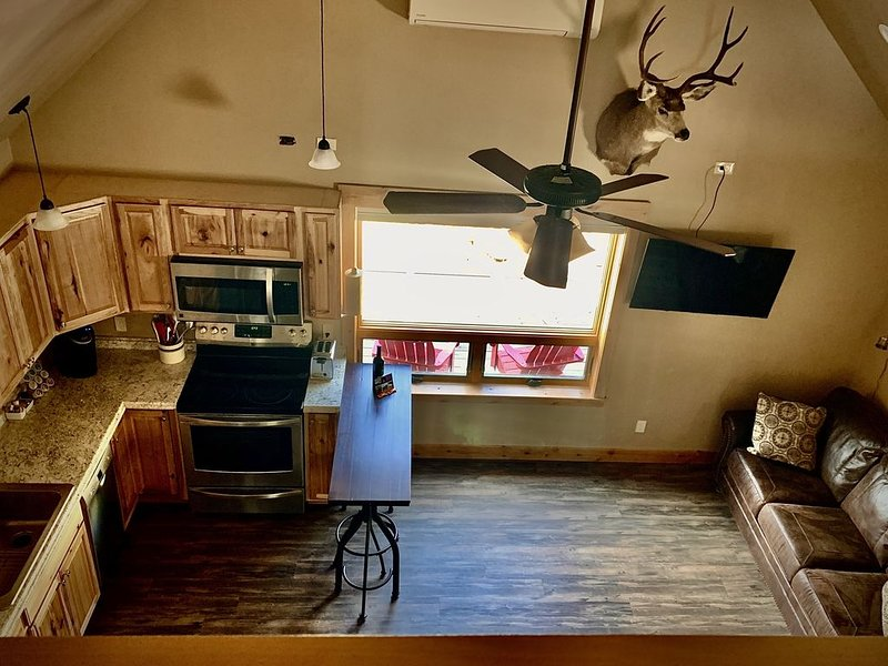 Quaint loft with spectacular views of the Gallatin Mountains, vacation rental in Gardiner