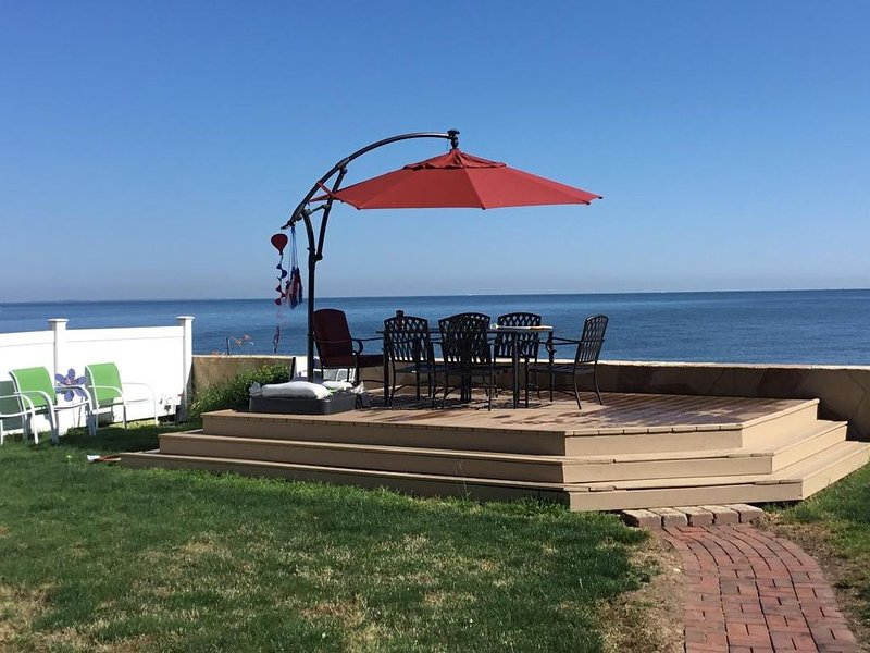 On the Lake with a view of Cedar Point - 4 Bedrooms 2 full Baths, holiday rental in Huron