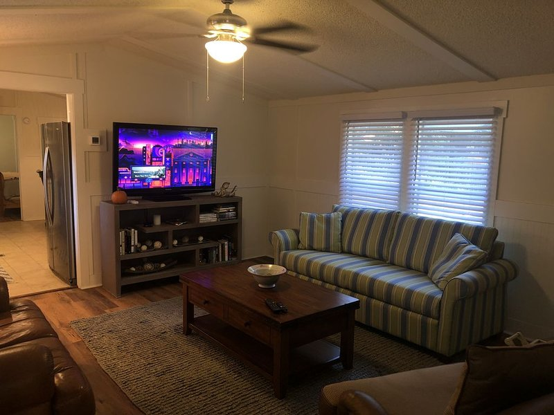 Beaufort -Close to Parris Island and Historic Downtown, New Renovation, Sleeps 8, location de vacances à Seabrook