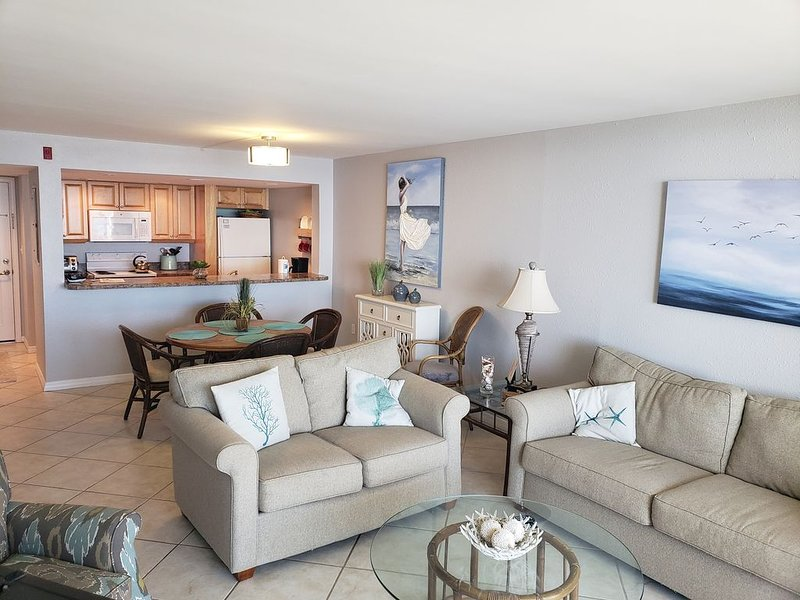 Central Florida Newly Renovated Beachfront Condo, holiday rental in Port Orange