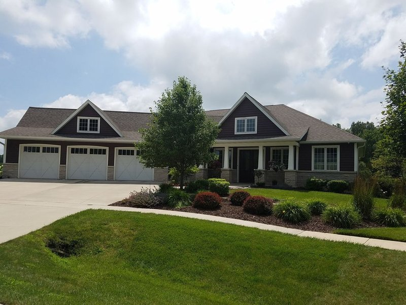 Available Gorgeous Home-where hectic life ends!, vacation rental in Fond du Lac