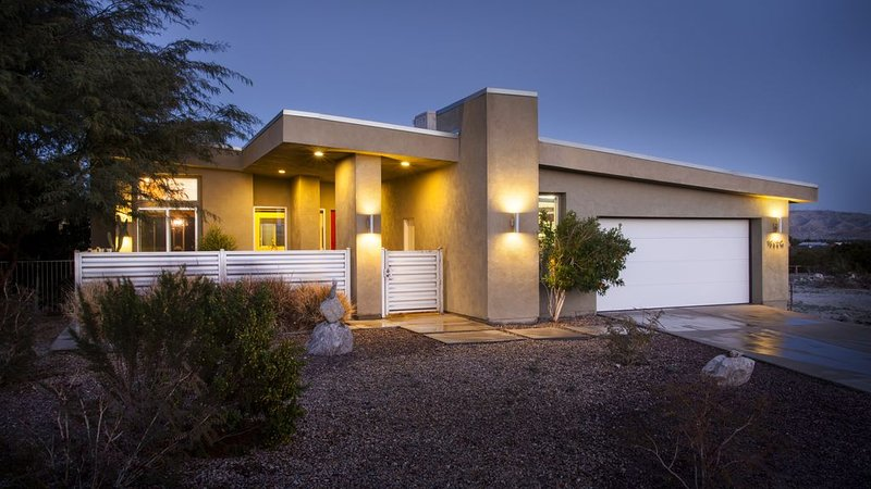 La Luz - Desert Modern, vacation rental in Desert Hot Springs
