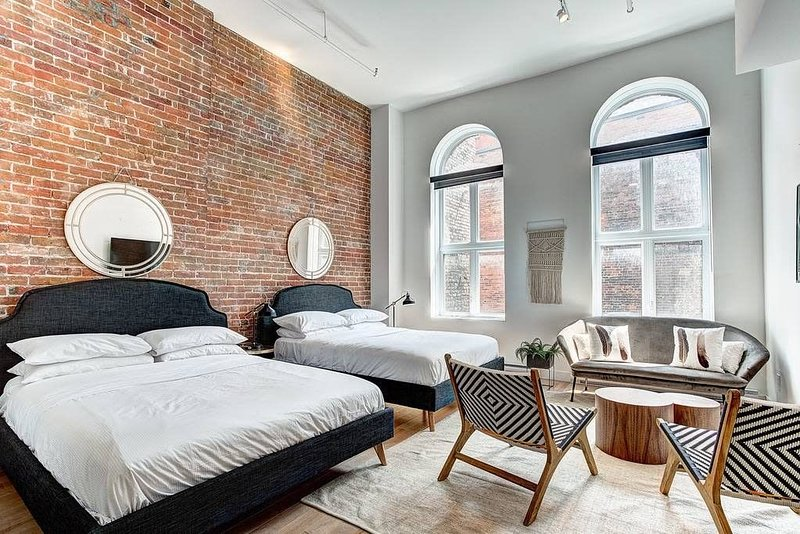 2 bedroom Loft in old Montréal, vacation rental in Saint-Lambert