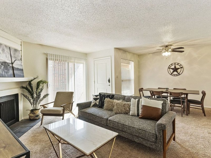 Spacious Midland Suite + Central Location, holiday rental in Midland