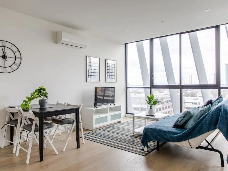 Modern 1 Bedroom Apartment With Rooftop Terrace And Spa, location de vacances à Williamstown