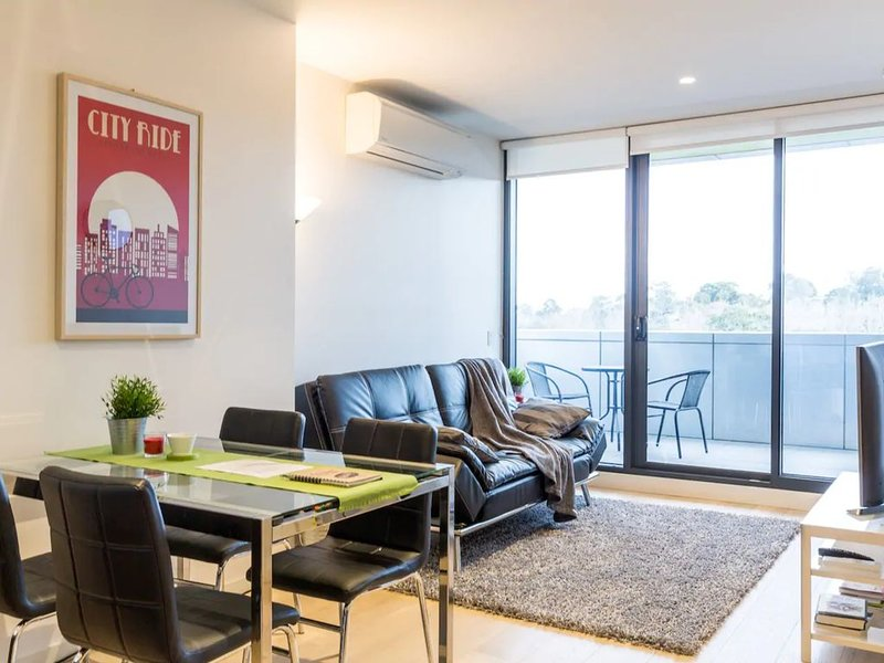 Modern 1 Bedroom Apartment In Tranquil Parklands, casa vacanza a Tullamarine