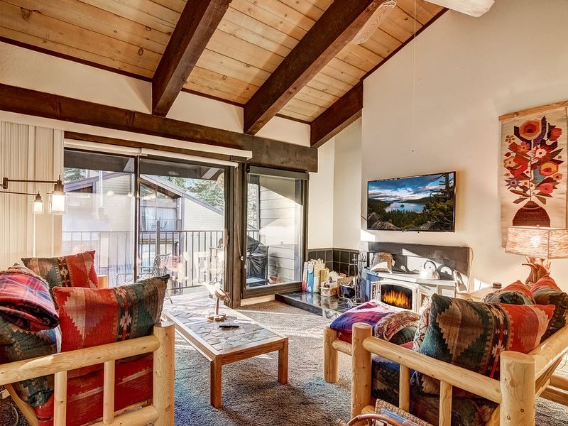 3 min to Alpine, Smart TV, Board Games, Garage, Fireplace, Slow Cooker, casa vacanza a Olympic Valley