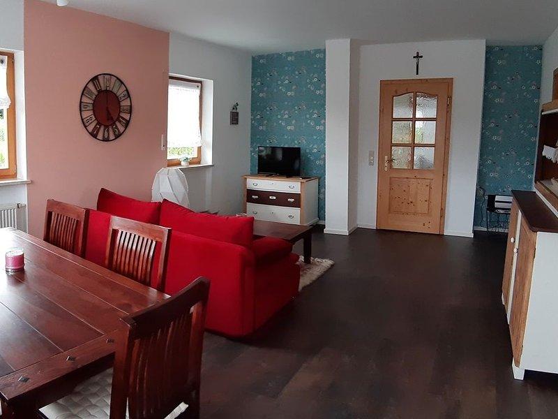 Rottaler Ferienhaus - Ferienwohnung 'Waldblick' mit großer Dachterrasse, vacation rental in Eggenfelden