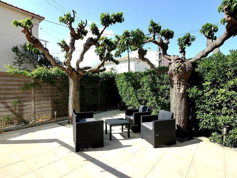 Idéal famille, superbe appartement pour 6 personnes en rez de chaussée à 100m de, holiday rental in Valras-Plage