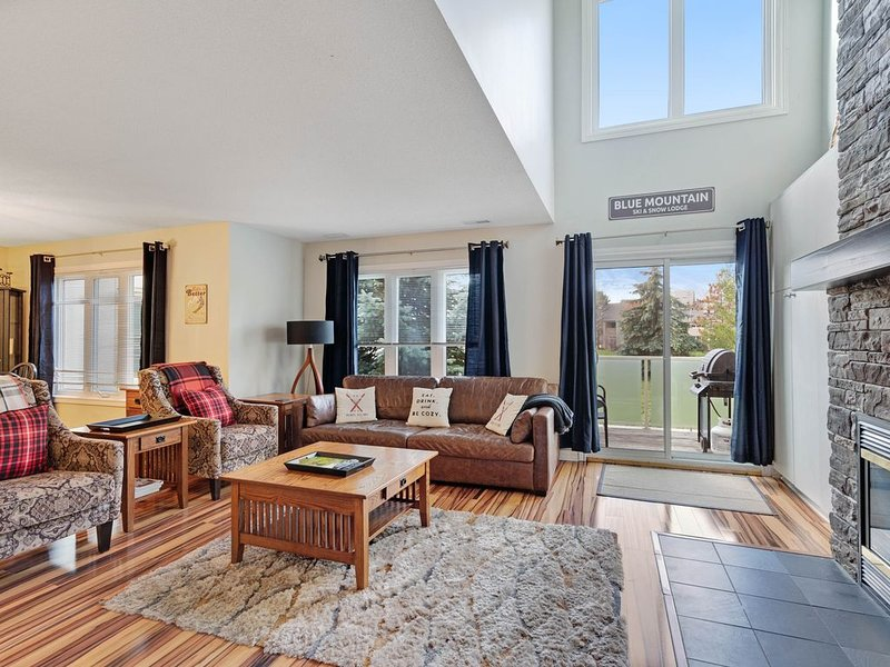 Gorgeous family condo w/seasonal pool, gas fireplace, & stunning mountain views, holiday rental in Craigleith