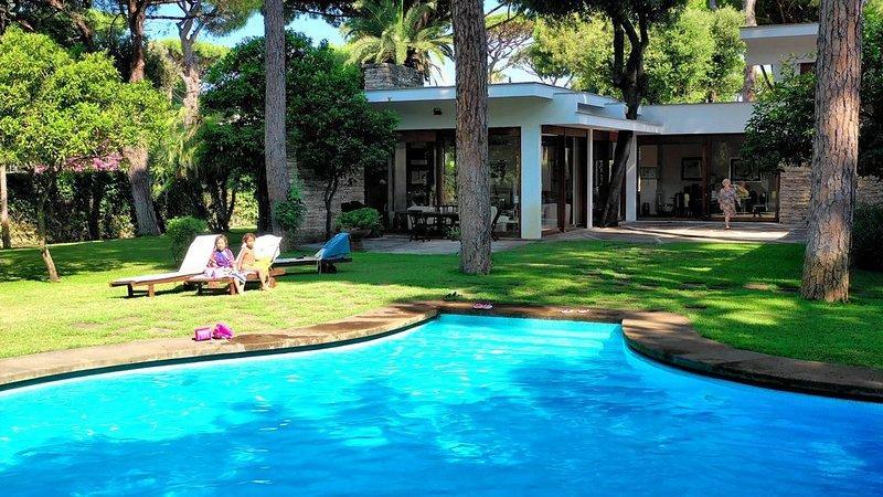 Villa di lusso con piscina privata immersa nella pineta secolare di fregene, location de vacances à Fiumicino