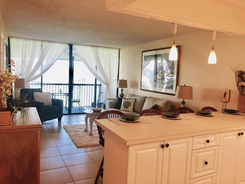 Nice Condo in Gated Oceanfront Resort w/Pools, Golf Course, Fitness Center . . ., location de vacances à Fort Pierce