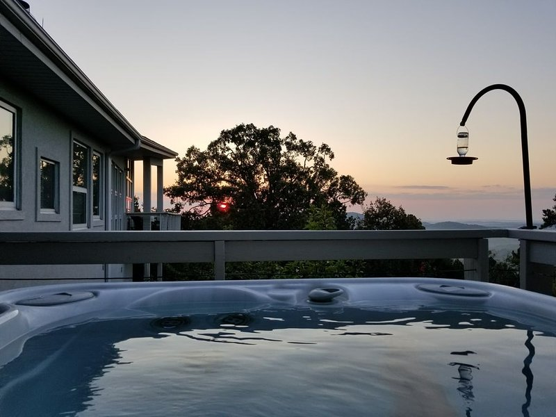 Breathtaking, Luxury Mountain Contemporary:  4BR 3BA, 100 5 Star Reviews!, vacation rental in Hot Springs Village