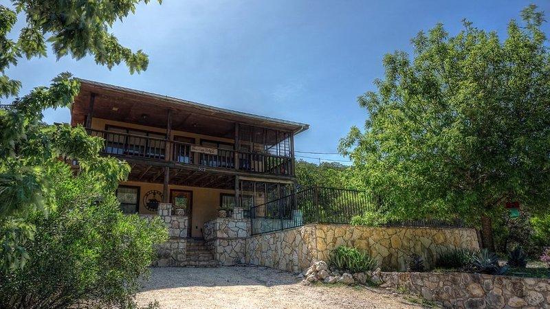 Mountain Ridge * Frio Premier Rental Homes, vacation rental in Sabinal